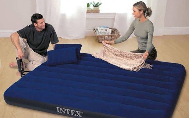 Какой надувной матрас лучше купить для сна